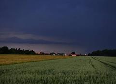 Ciel Maintenon 28130 Les orages remontent vers la Normandie
