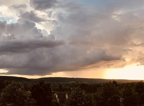 Coucher de soleil derrière l?orage