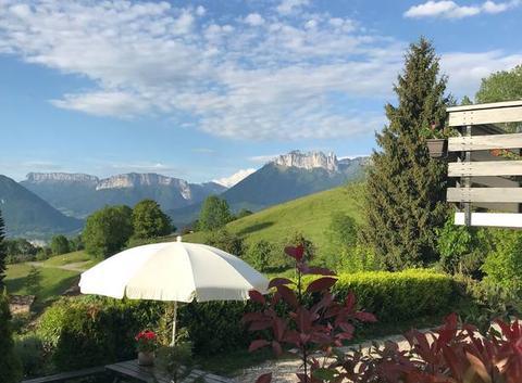 Route touristique de la Magne     Vue imprenable sur le Lac d?Annecy