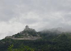 Nuages Saint-Peray 07130 Léger brouillard sur le chateau de crussol