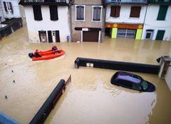 Catastrophe Salies-de-Bearn 64270 Centre ville salies de Béarn sous 1m d'eau
