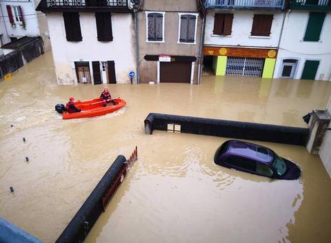Centre ville salies de Béarn sous 1m d'eau