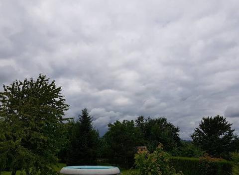 Le ciel est très nuageux