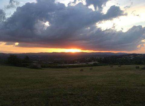 Coucher de soleil sur les monts du lyonnais