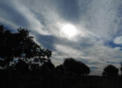 Nuages Aigues-Mortes 30220 Soleil caché par les nuages