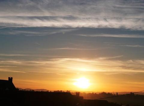 Lever de Soleil sur St Lézer à 06 h 35.