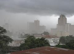 Poussière avant l'orage à Kinshasa