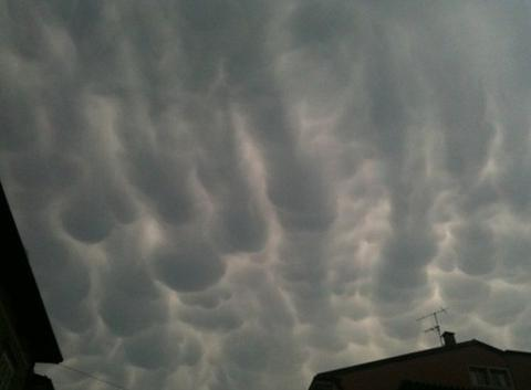 Cumulus mammatus  (APPLICATION METEO - REPORTER MOBILE)