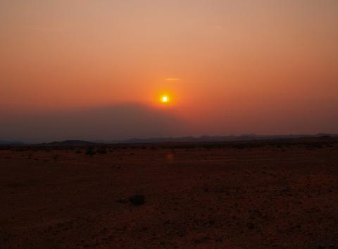 Coucher soleil dans le désert