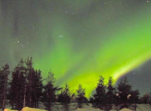 Nuit plus verte que les pins finlandais à 2h du matin