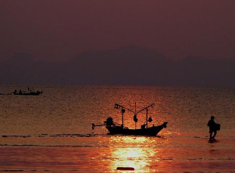 Bord de mer au coucher ded soleil à Kho samui