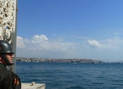 Le ciel d'Istanbul 1. nuages et soldat