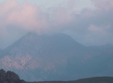 Le Pic de Béhorléguy au crépuscule