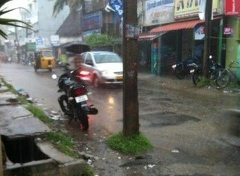 Chennai sous la pluie (APPLICATION METEO - REPORTER MOBILE)
