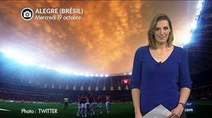 Spectaculaire ciel de feu dans un stade br�silien...