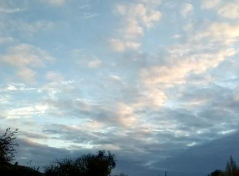Le coucher de soleil et le tapis de nuage.