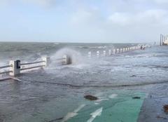 Le Crotoy 80550 En baie avec Lucas : Grande marée au Crotoy avec la tempête !