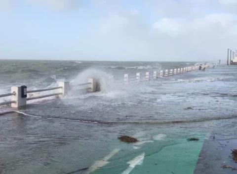 En baie avec Lucas : Grande marée au Crotoy avec la tempête !